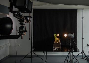 Retrato de un florero en el estudio de fotografía