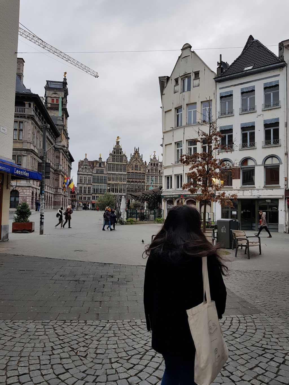 Plaza céntrica de la ciudad de Amberes