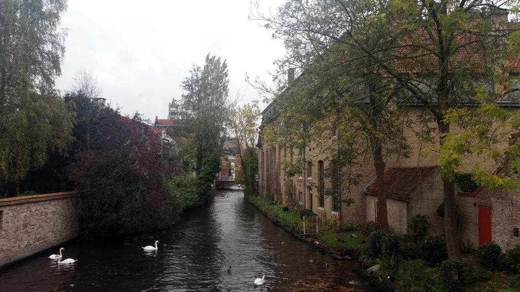 Canal en la ciudad de Brujas