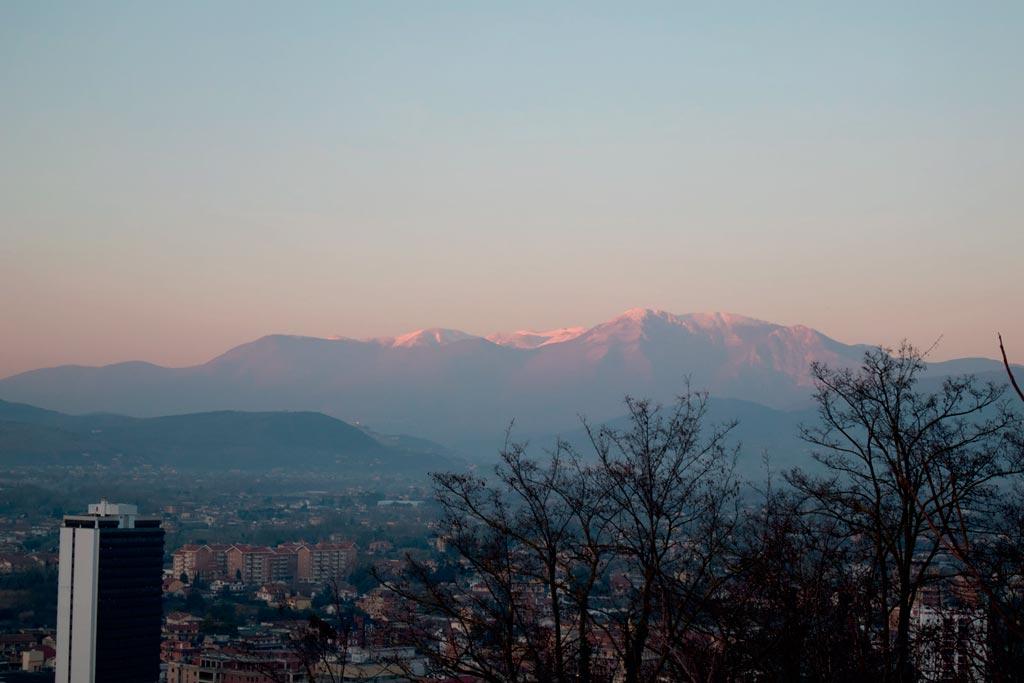 Vistas das montañas que rodean a localidade de Frosinone na rexión do Lazio